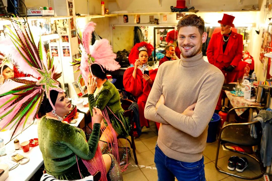 Gestaltet die neuen Shows: Christian Schäfer in der Künstler-Garderobe